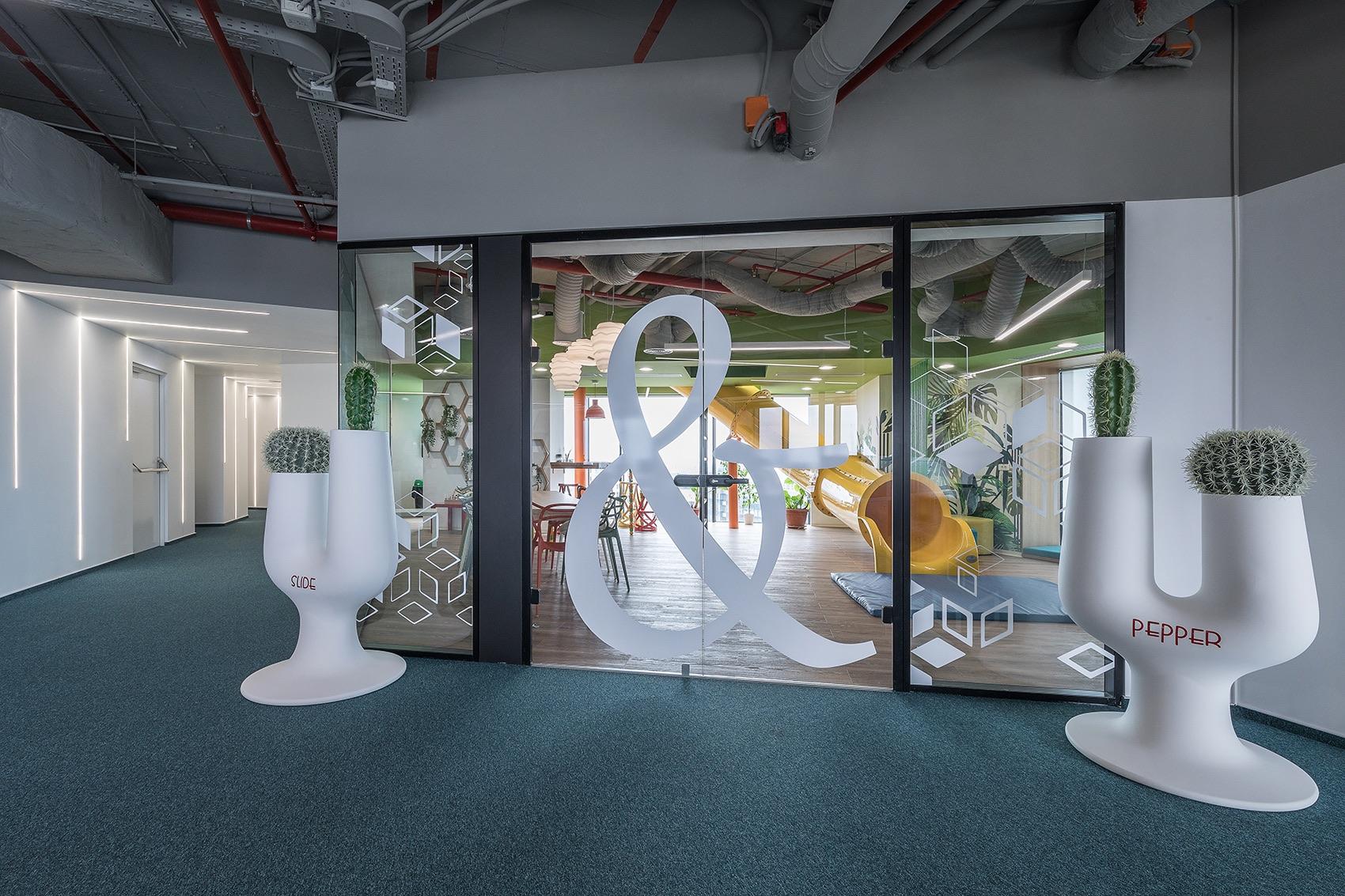 Khu vực chung trong thiết kế văn phòng công nghệ NTT