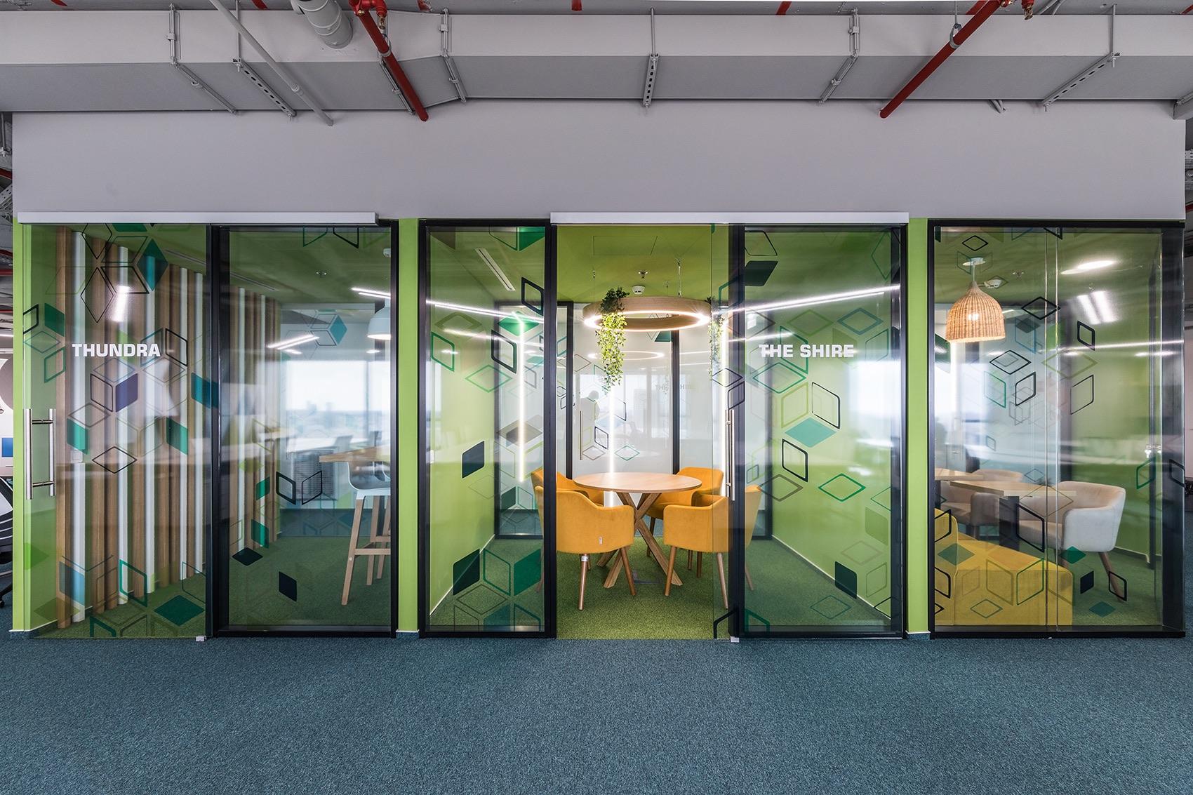 Phòng họp trong thiết kế văn phòng công nghệ NTT