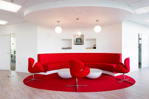 mẫu văn phòng đẹp màu đỏ